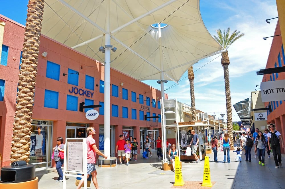 North Premium Outlet @shutterstock