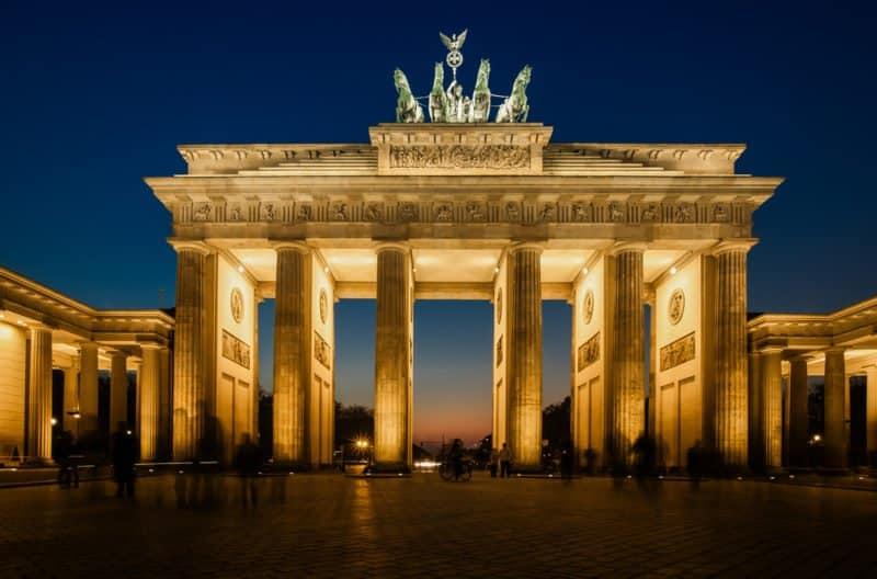Brandenburger Tor at night @shutterstock