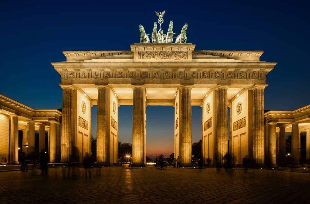 Brandenburger Tor at night @shutterstock