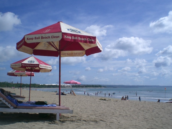 Keep the beaches clean! Keep Bali clean!