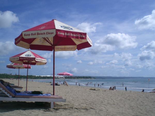 Keep the beaches clean! Keep Bali clean!