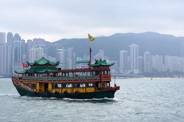 Victoria's Harbour boat cruise - things to see in Hong Kong in 4 days