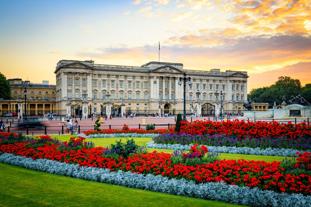 Buckingham Palace in London @shutterstock