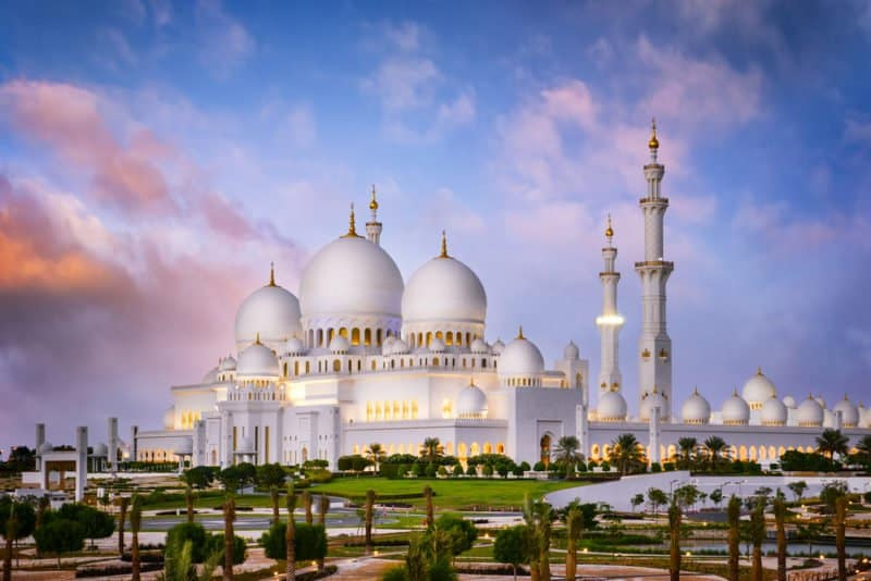 Sheikh Zayed Mosque in Dubai @shutterstock