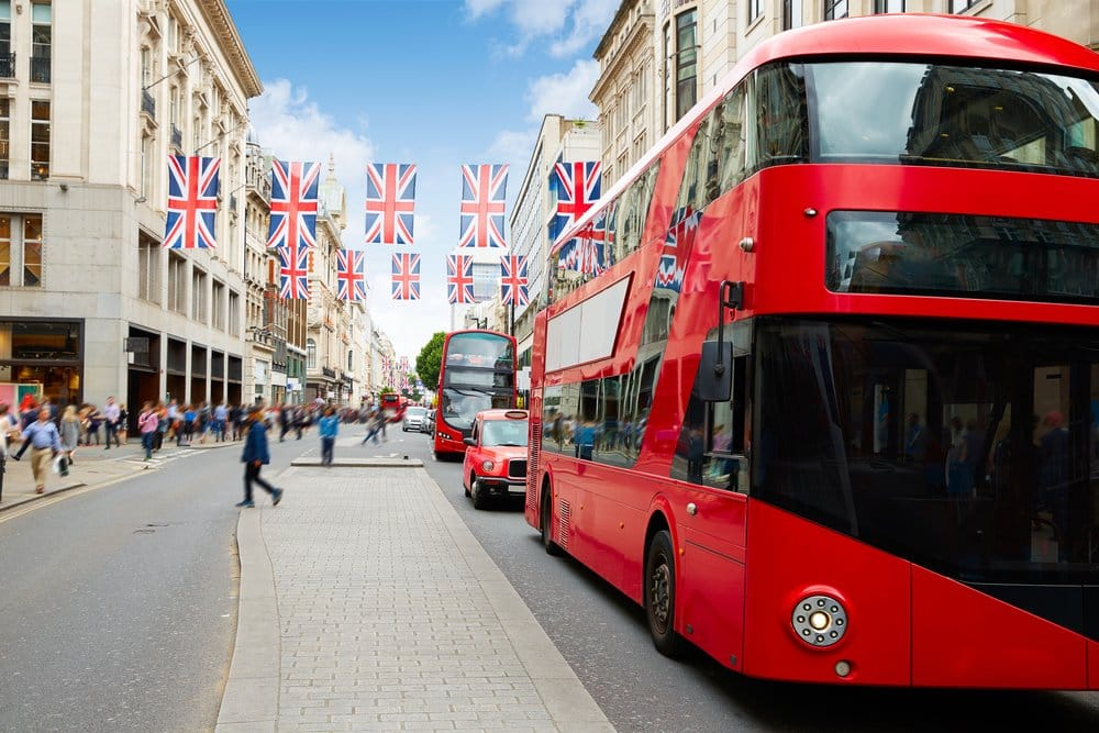 Oxford Street in London @shutterstock