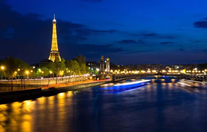 Eiffel Tower - Stroll along the Seine