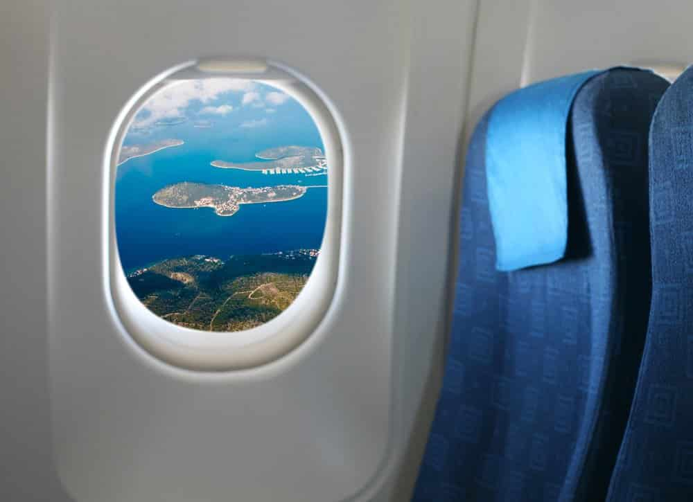 13 Tips for Long Haul Flights @shutterstock