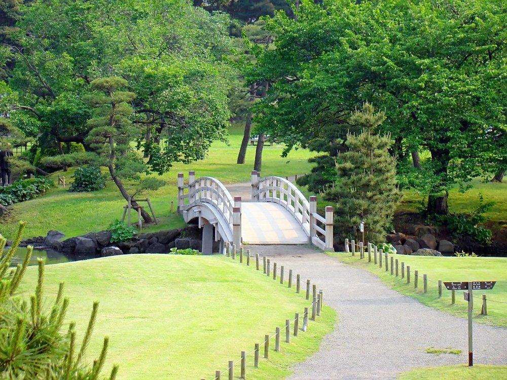 @shutterstock HAMARIKYU TEIEN places to see in Tokyo for female traveler
