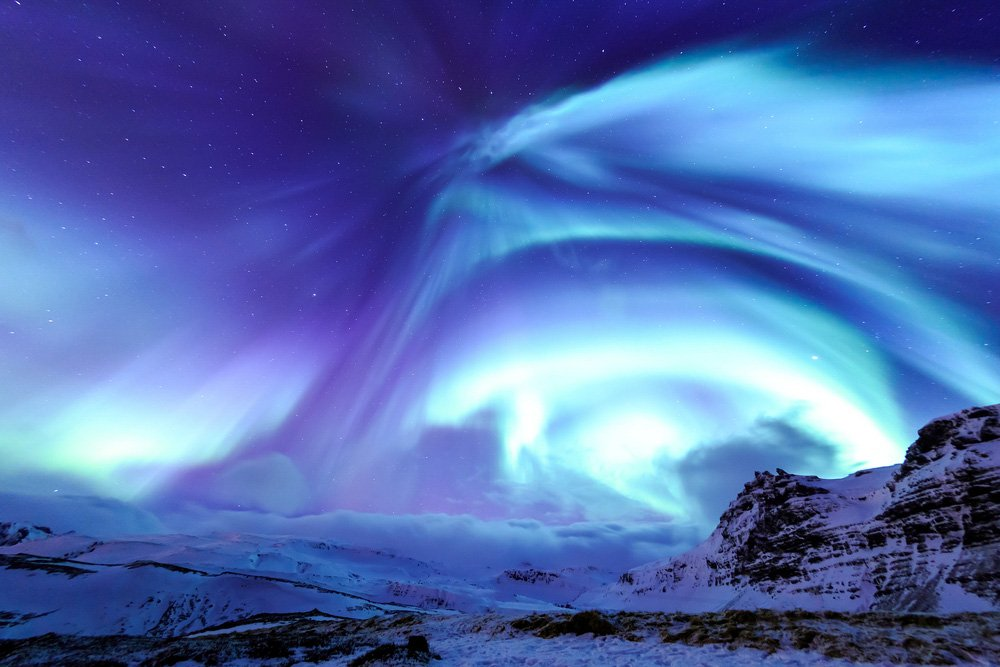 Top 10 things to do in Iceland - Mountain Kirkjufell and Aurora in Iceland