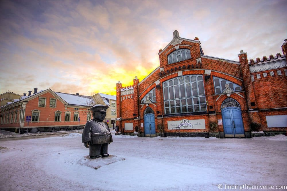 Bobby statue and marketplace oulu finland