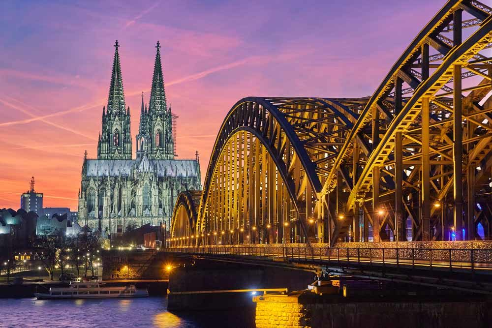 Cologne by night. What to see in 10 days