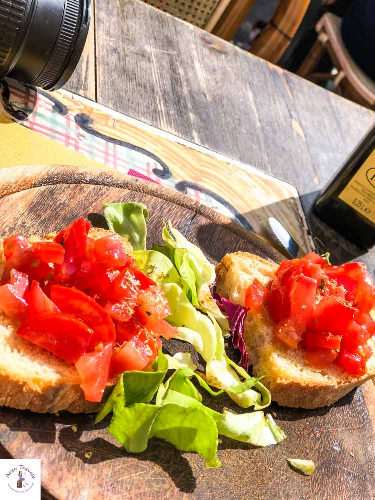 Italian food, bruschetta. Where to eat in Florence on a budget