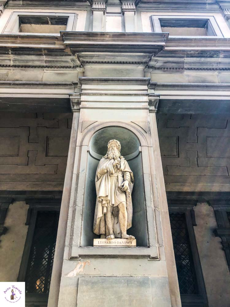Leonardo da Vinci Statue in Florence for free to visit