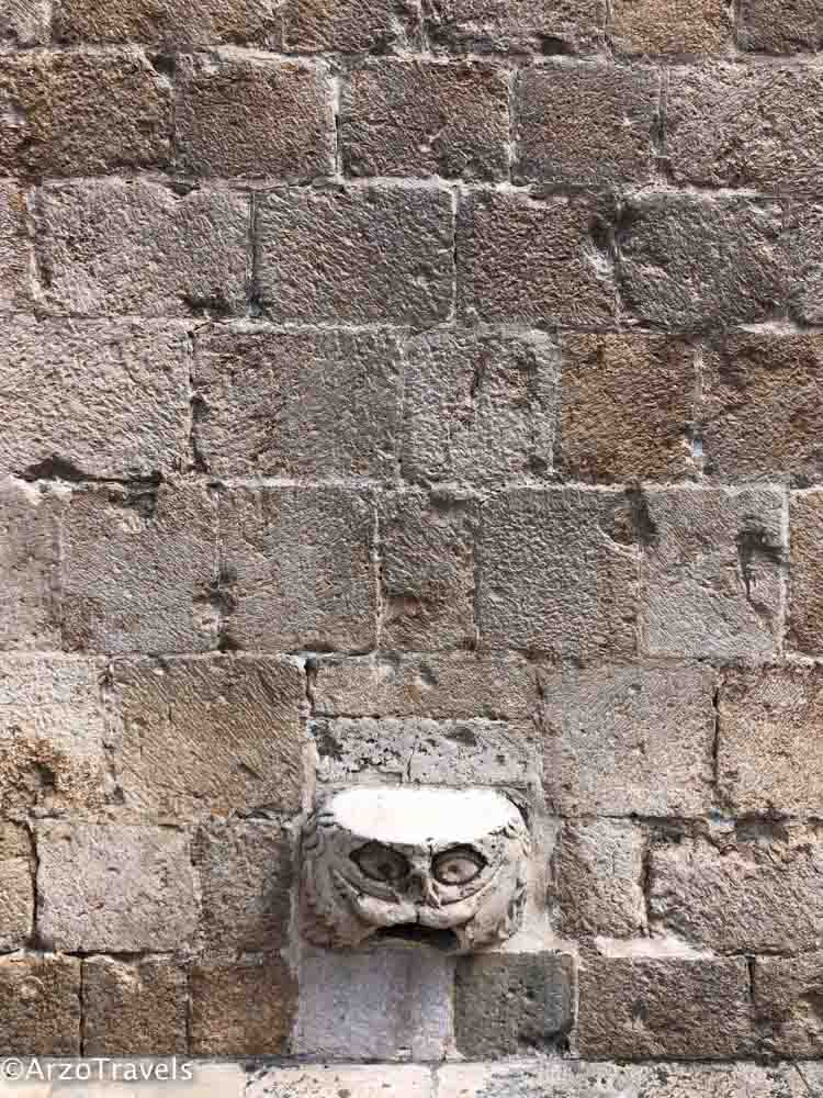 gargoyle head at Stradun