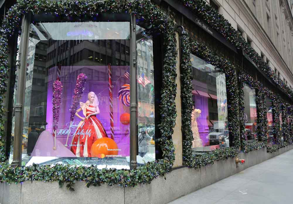 Fifth Avenue shopping in winter