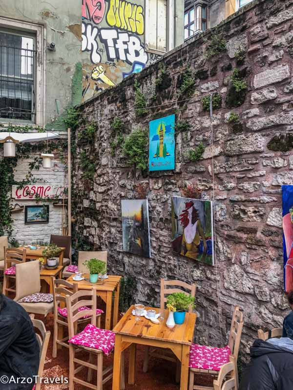 Cute cafe in Istanbul is one of the top things to see in 2 days