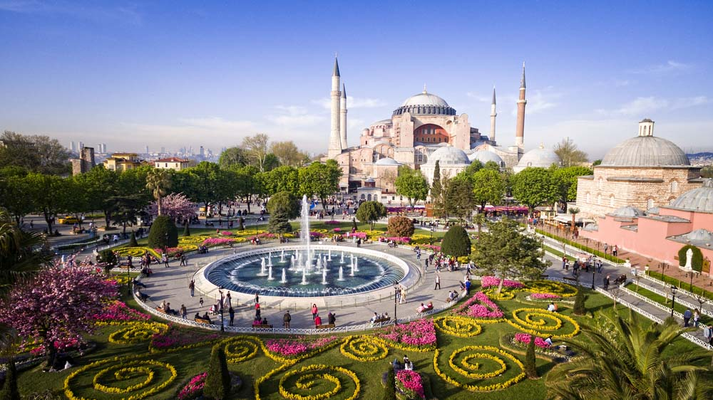 Hagia Sophia and Sultanahmed Square in Istanbul is a must for a 2-day itinerary