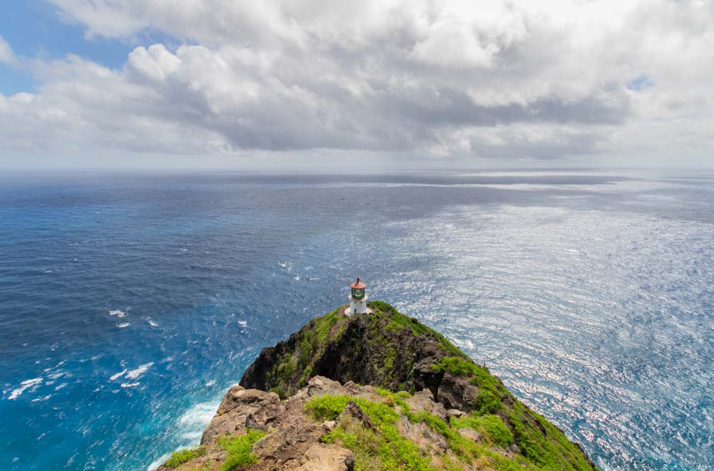 Makapuu Lighthouse Hike in Hawaii, easy hike in the winter months