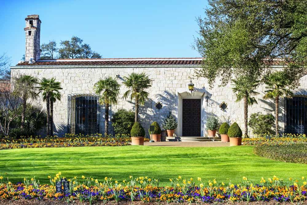 Dallas Arboretum and Botanical Gardenm. Dallas aphotostory, Shutterstock.com