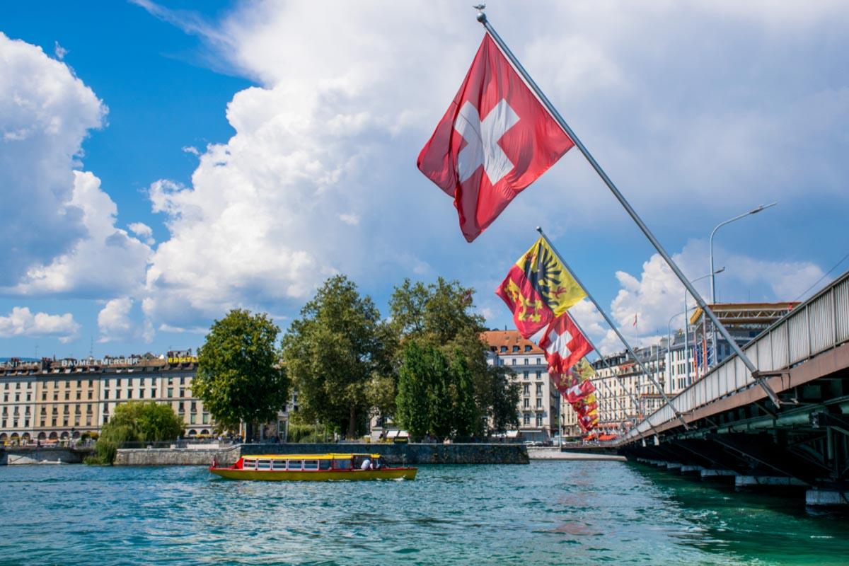 Mont Blanc Bridge in Lake Geneva must see in one day