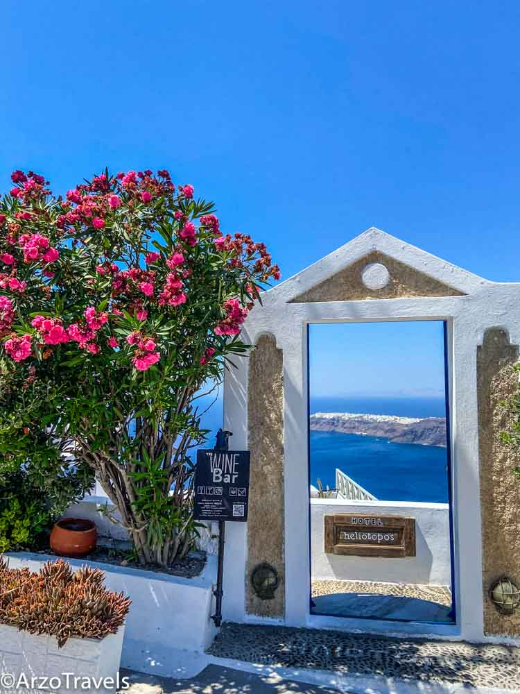 Beautiful places in Santorni alog a hike in 3 days Arzo Travels